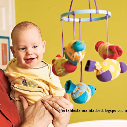 Como hacer un movil para bebs con calcetines Olvdate de la crisis