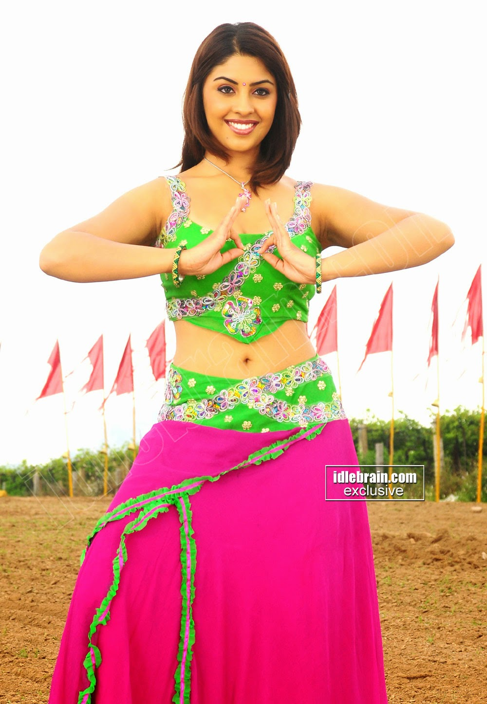 Richa Gangopadhyay navel pink
