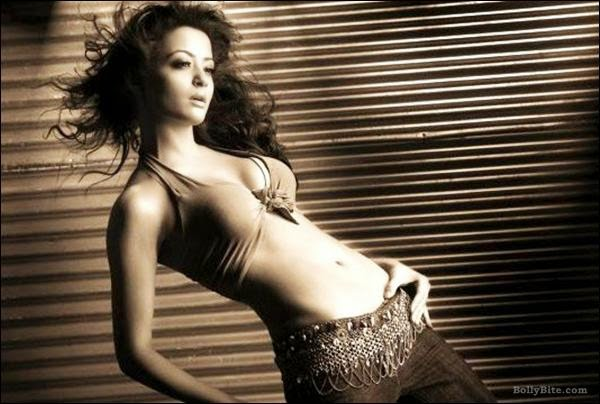 Hate Story 2 Heroine Surveen Chawla Hot Navel show and Bold HD Wallpapers