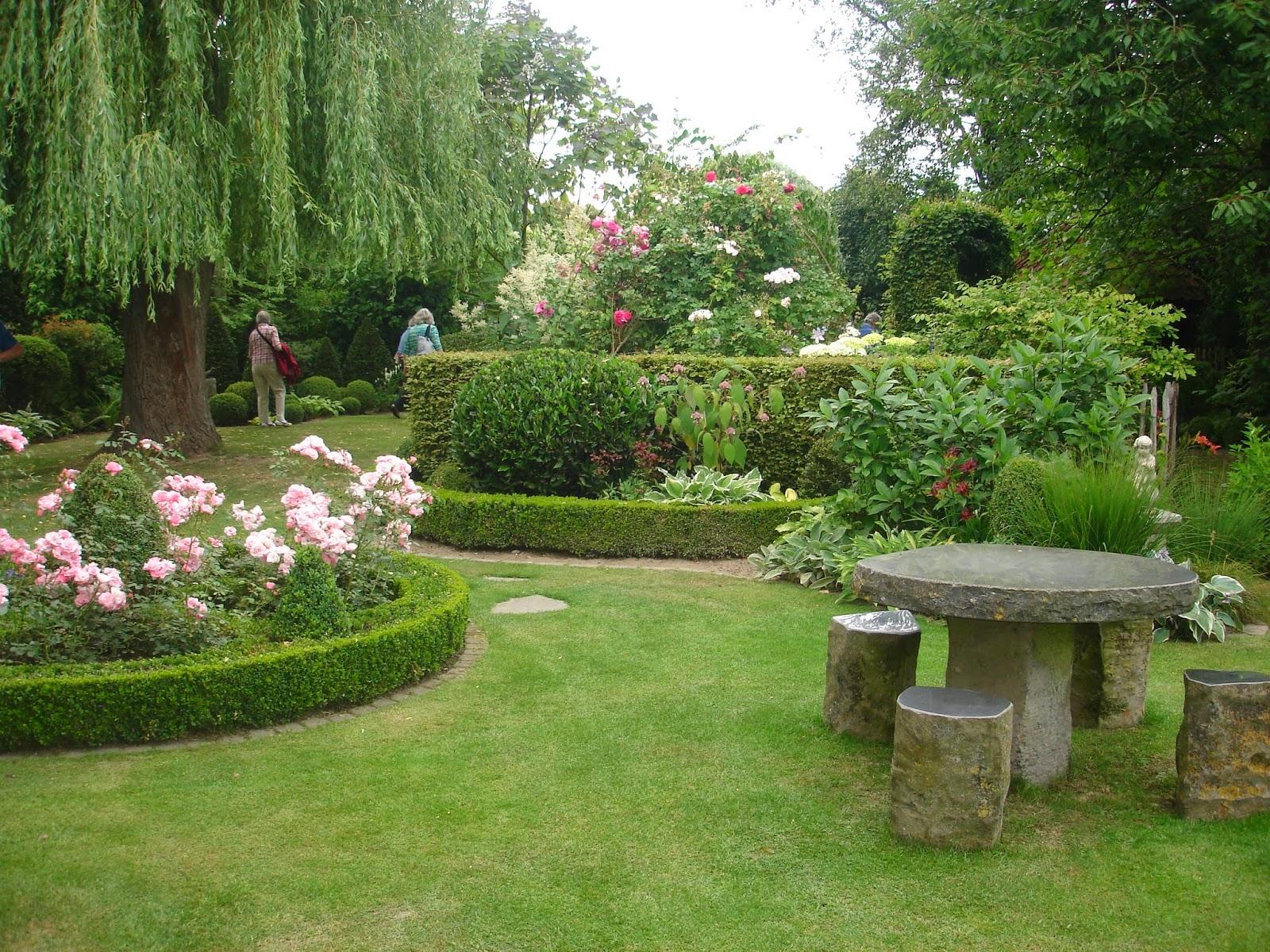 Passionn ment jardin visite de jardins avec le cercle for Le jardin aux 100 secrets
