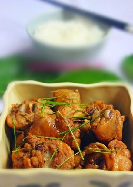 Cách làm gà kho lá chanh ăn cực ngon