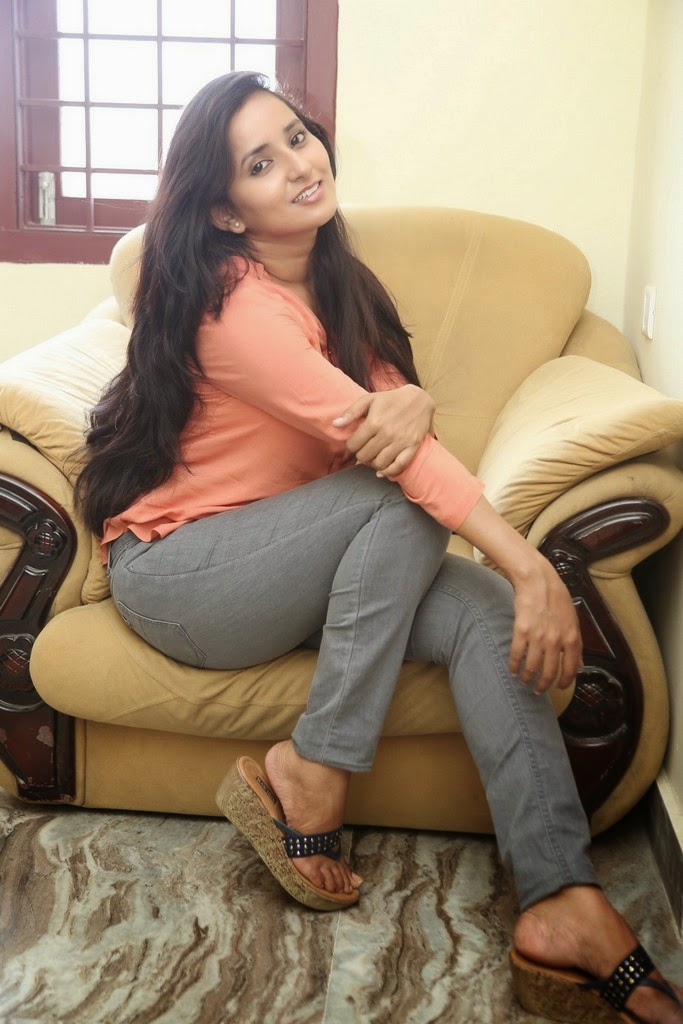 Ishika Singh Glamorous Photo shoot-HQ-Photo-17