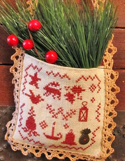 Colonial Christmas Hanging Pocket - $9