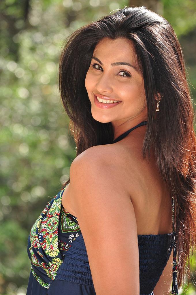 Mounamana-Neram-Heroine-Daisy-Shah-Stills