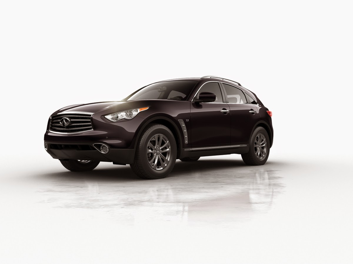 Front 3/4 view of 2015 Infiniti QX70