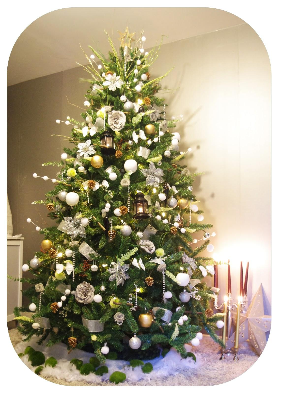 #8F753C Une Déco Végétale Pour Un Sapin De Noël Super Original  6371 decoration noel exterieur avec branche sapin 1146x1600 px @ aertt.com