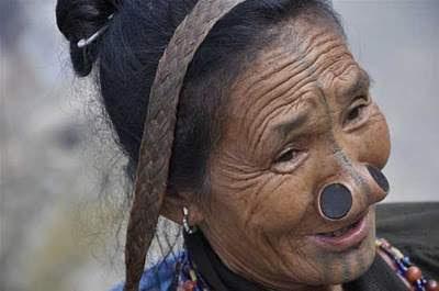 Suku Apatani, Aneh denganTradisi Menyumbat Hidung