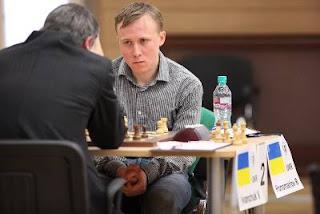 Echecs à Khanty-Mansiysk : Ruslan Ponomariov (2764) 0-1 Vassily Ivanchuk (2766) © Site officiel