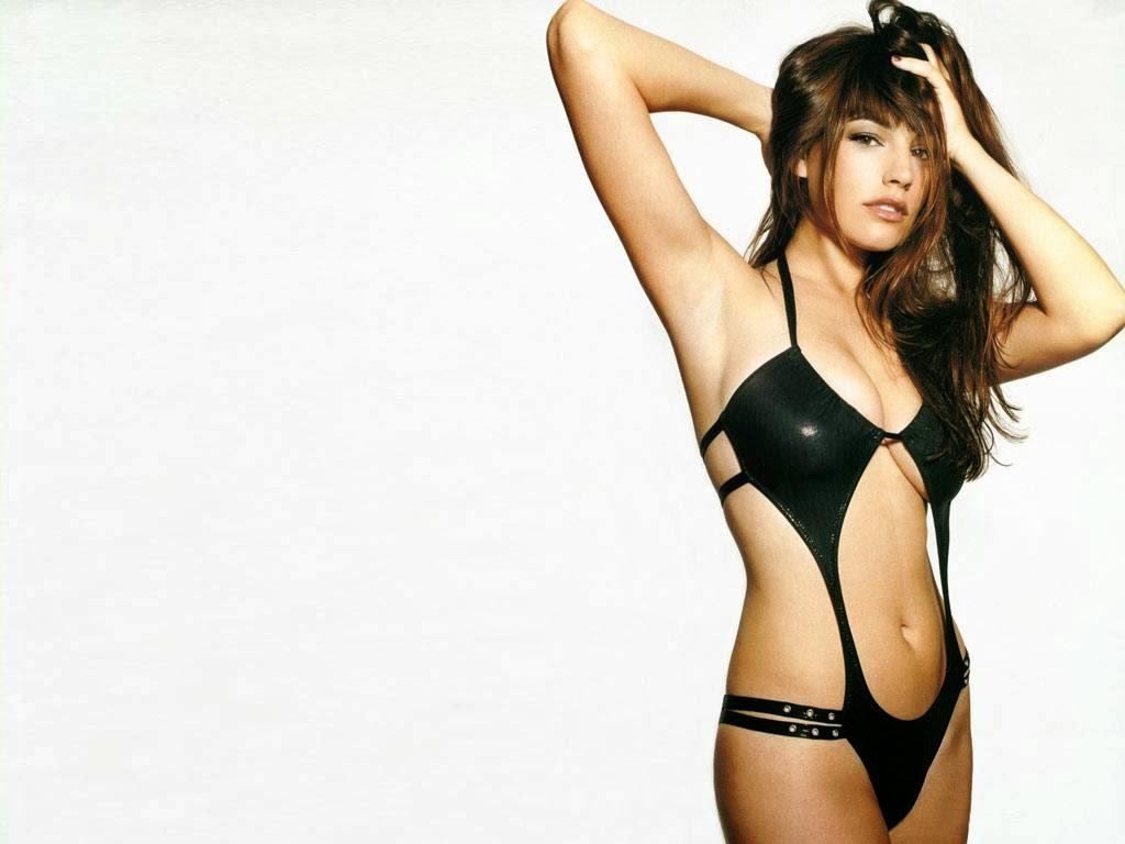 Kelly Brook bikini body