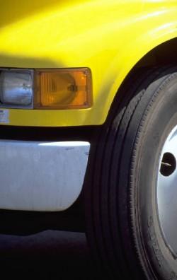 roue et pare-chocs de voiture