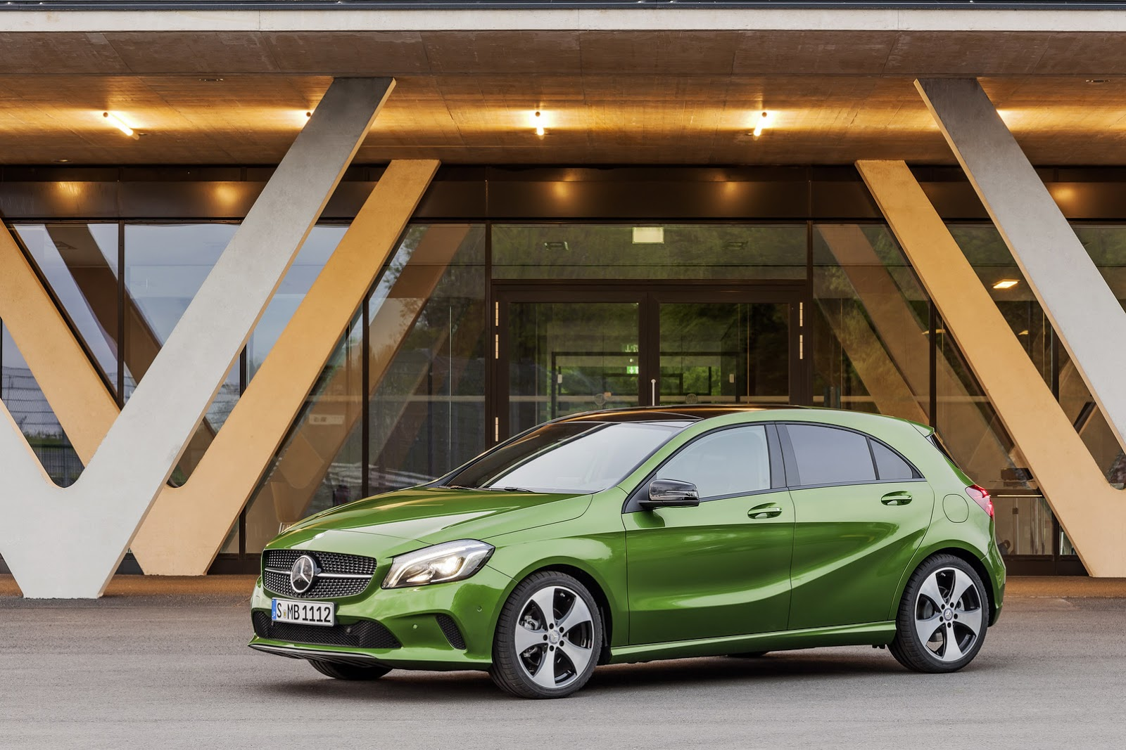 2016 mercedes a class receives subtle makeover new super for Camioneta mercedes benz