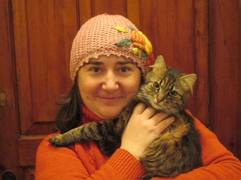 Сибирская кошка на руках