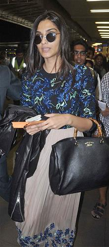 Sonam Kapoor carrying the Gucci Bamboo Shopper‏