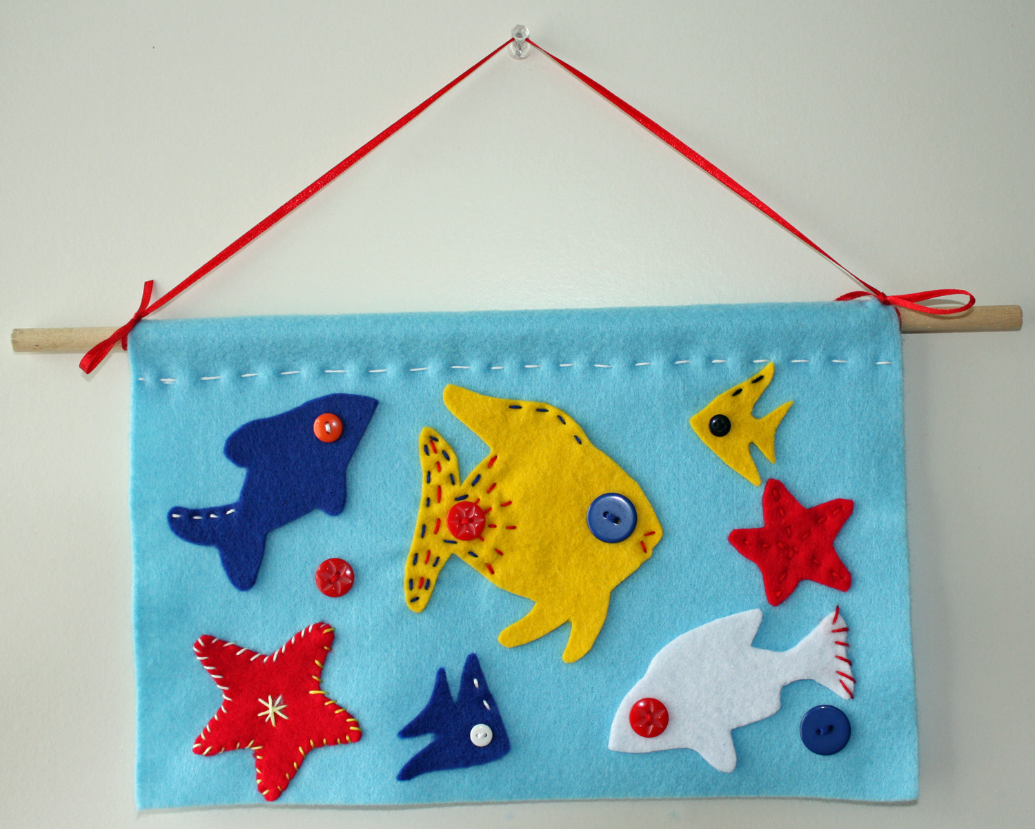 Wall Hanging Craft Ideas For Kids Part - 29: Felt Fish Wall-Hanging Tutorial - Fun And Easy To Do.