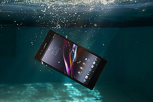 Xperia Z Ultra: Damdan düşse baş yarar.