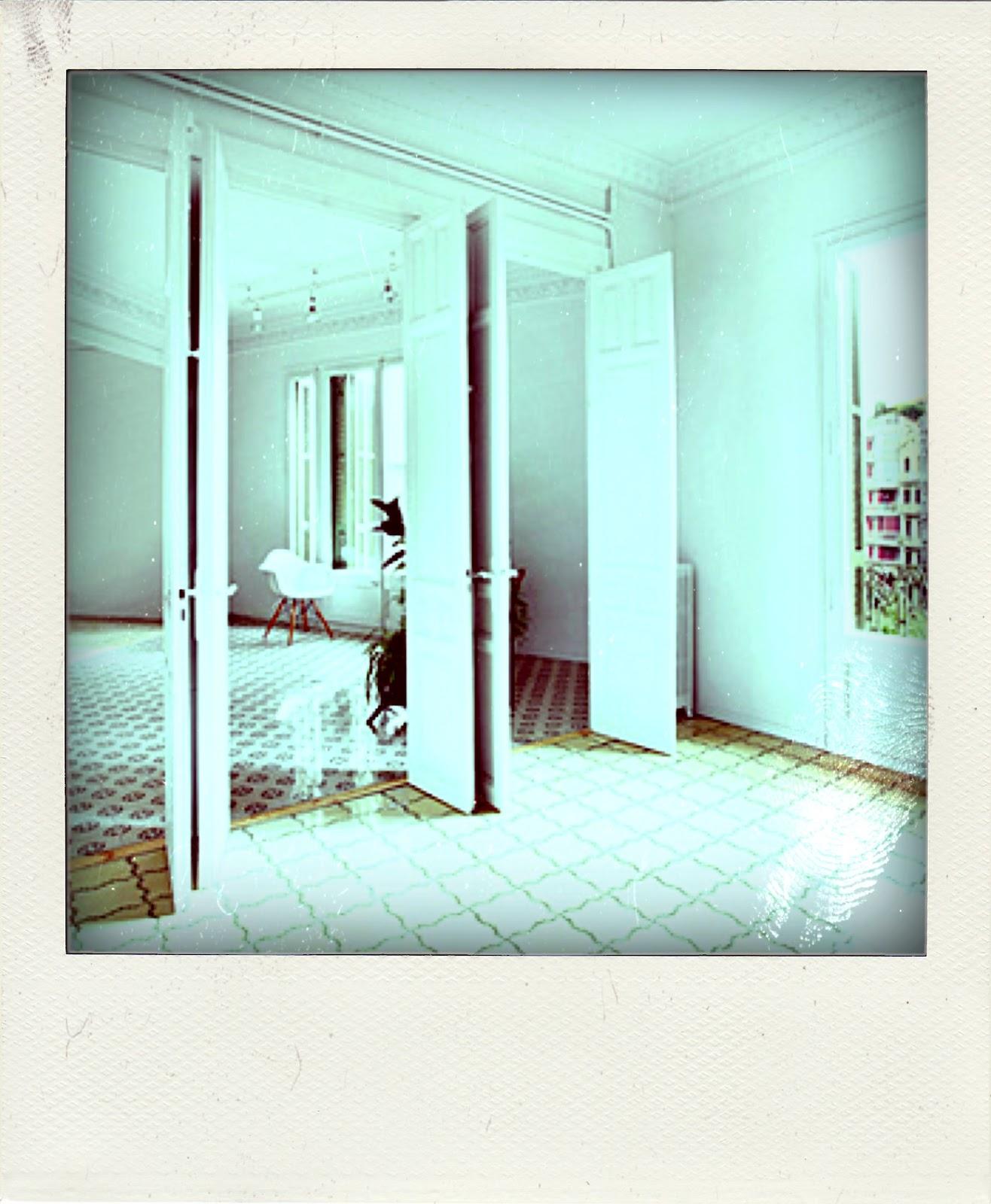 Puertas de interior apartamento en barcelona con puertas for Puertas correderas barcelona