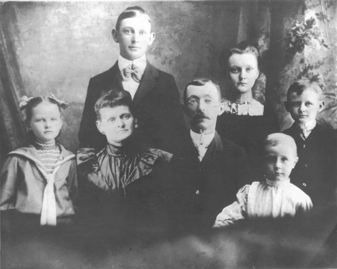 William Harper Irwin family in 1900's