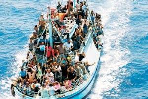 Migranti, l'incapacità degli euroimbecilli di gestire un'invasione controllata da una unica regia