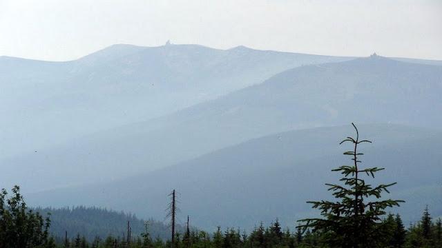 Riesengebirge mit Reifträgerbaude und Schneegrubenbaude