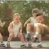 Tańczące niemowlaki na wrotkach
