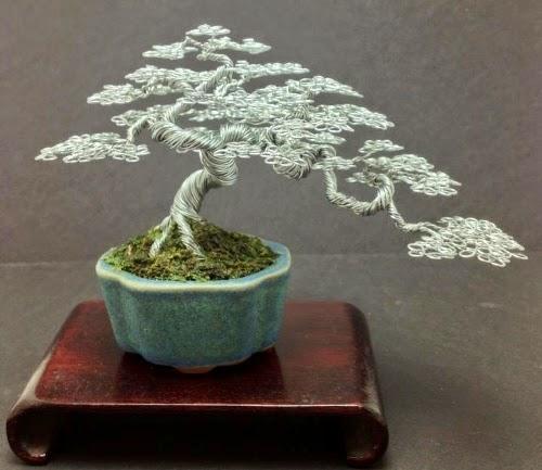 09-Ken-To-aka-KenToArt-Miniature-Wire-Bonsai-Tree-Sculptures-www-designstack-co