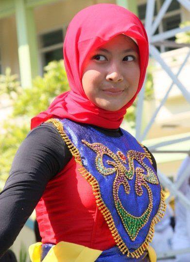 Tante Muda Berjilbab Belajar Jadi Foto Model Profesional.