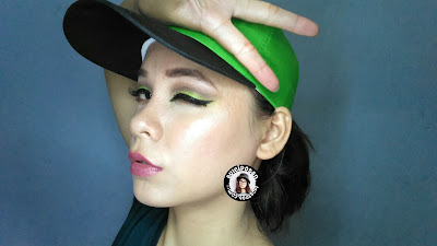 Green eyemakeup
