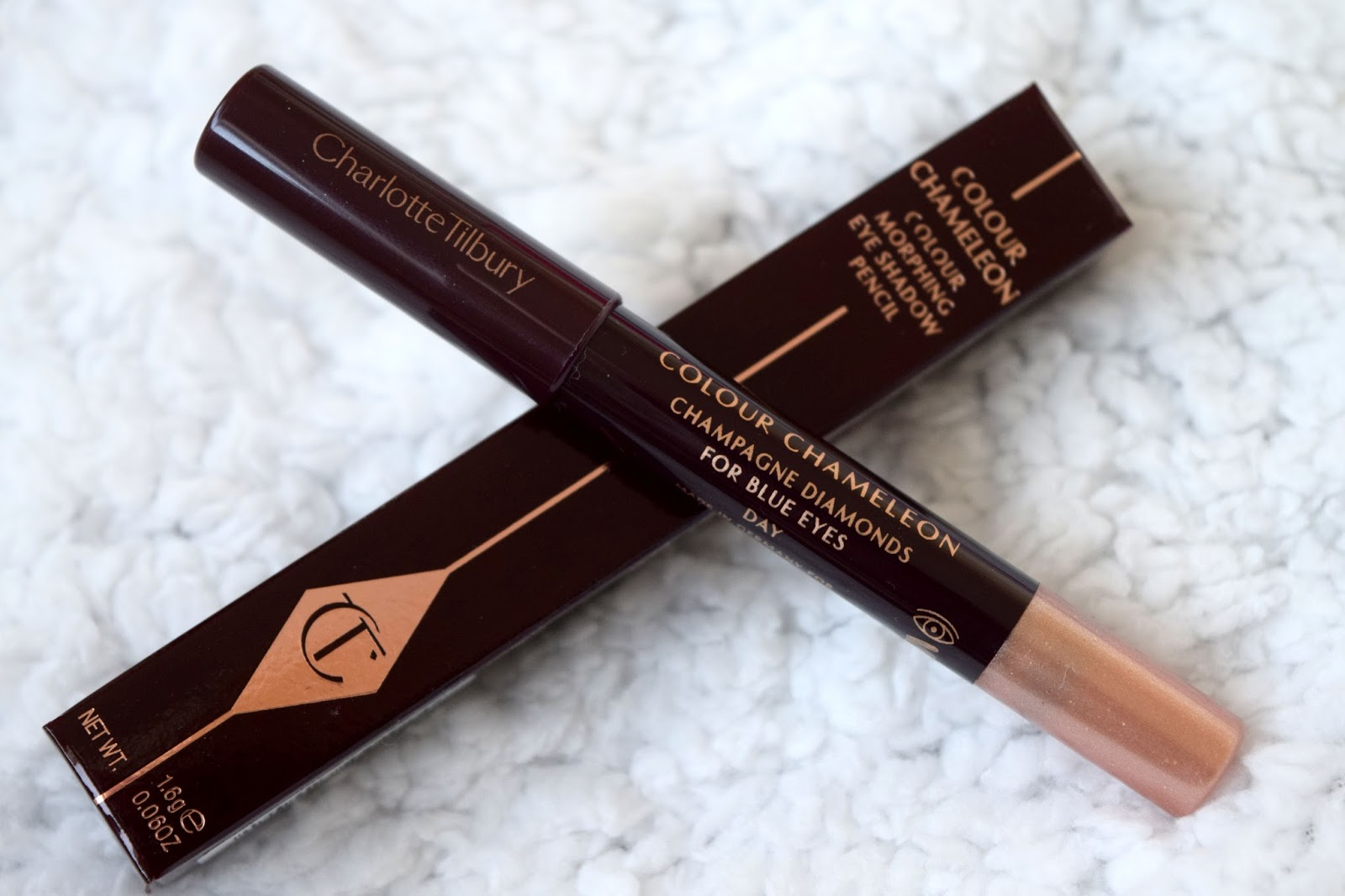 review charlotte tilbury colour chameleon in champagne. Black Bedroom Furniture Sets. Home Design Ideas
