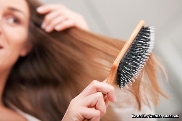 Menyikat rambut