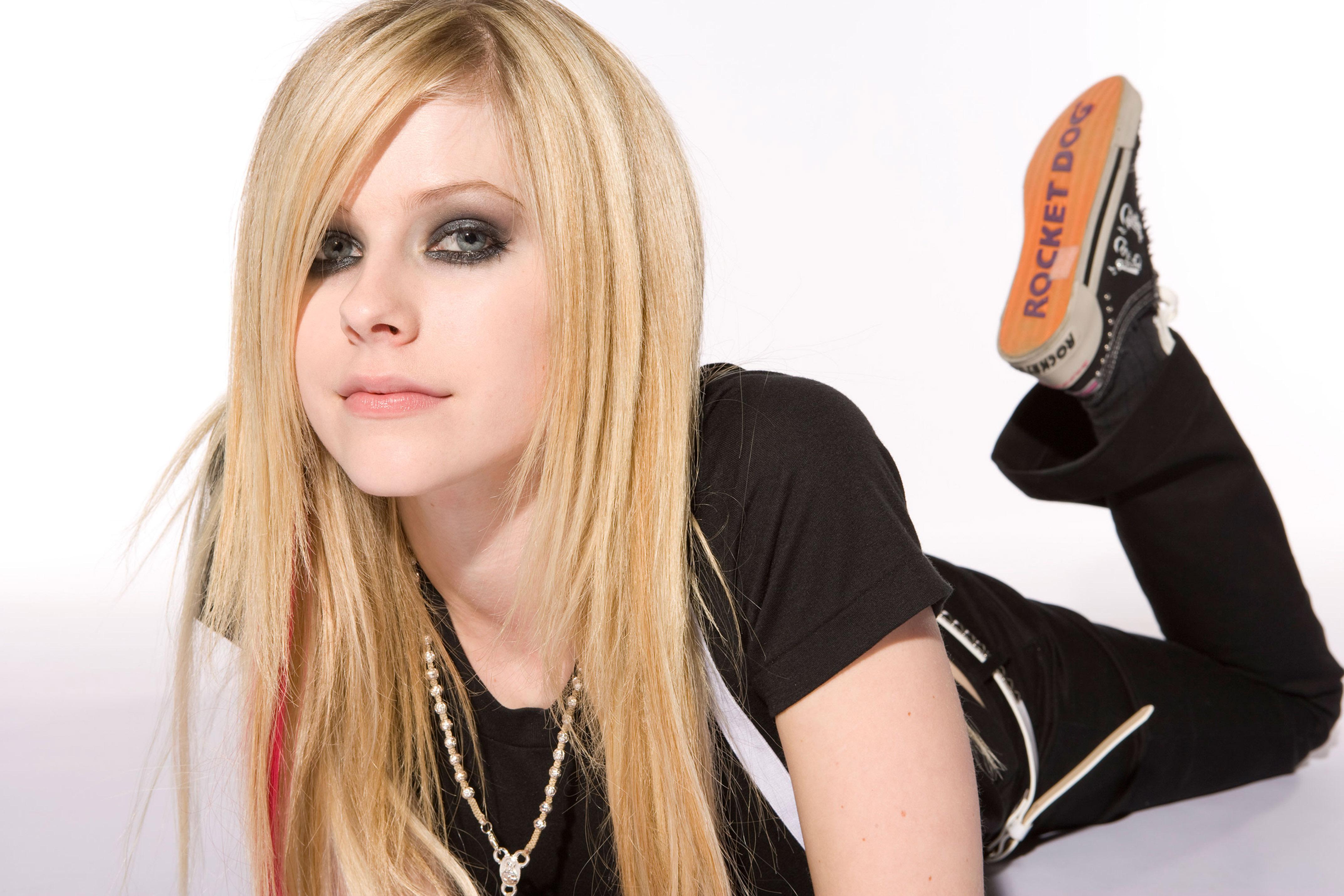 Female Singers: Avril Lavigne pictures gallery (48) Avril Lavigne