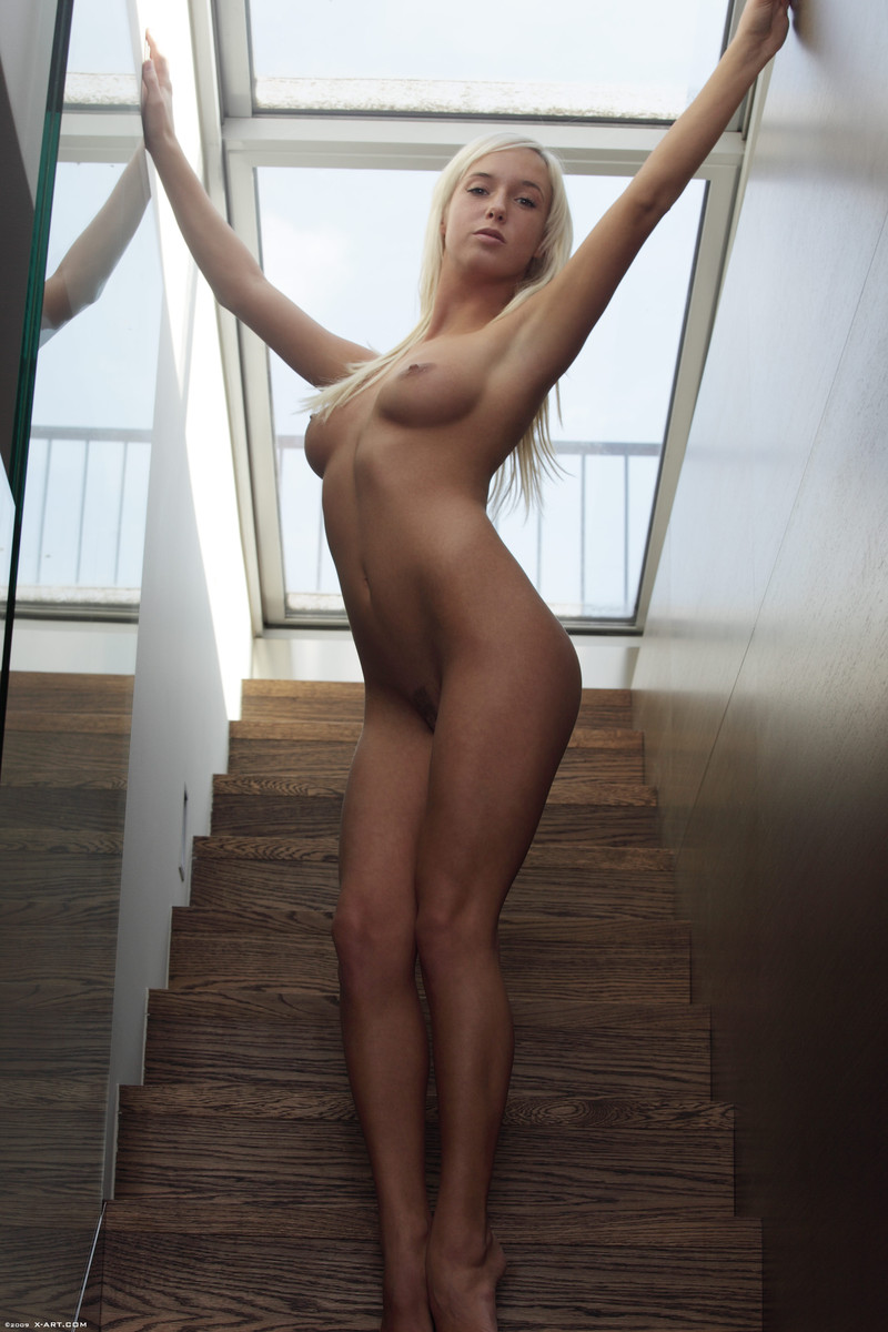 Nude hourglass figure