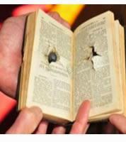 Biblia le salva la vida