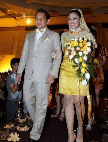 Gambar Majlis Resepsi Ezlynn & Adam Tajaan Rafflesia