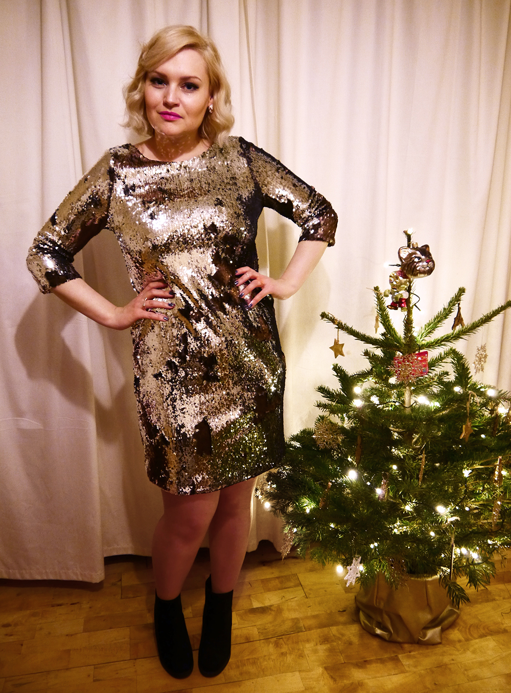 silver sequin mini dress, Topshop maternity, plus size Scottish blogger, blog photographs in winter light