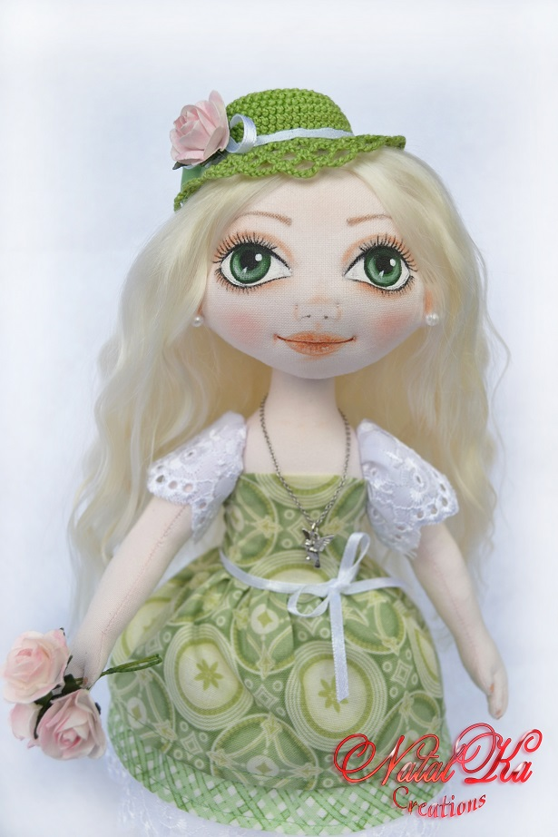Handgemachte Stoffpuppe von NatalKa Creations. Cloth art doll handmade by NatalKa Creations