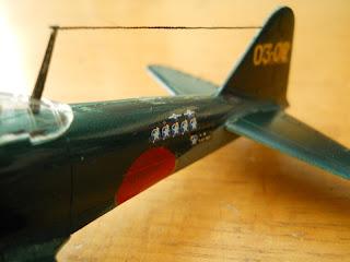 modelismo estatico de aviones: caza japones kamikaze zero de academy