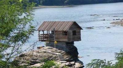 وسط نهر درينا منزل! 5.jpg