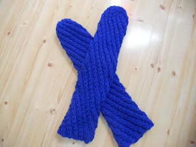 Strikka spiralsokker - snurresokker i blått
