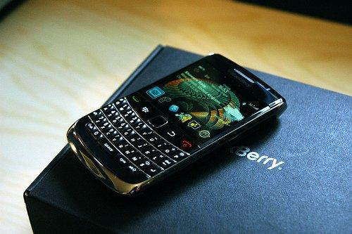 Onyx Review Video - All the blackberries - CrackBerry.com