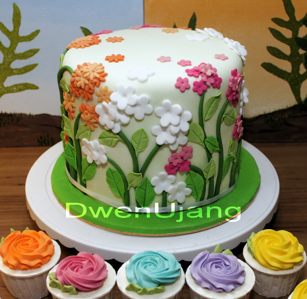 Dwen : The Cool Things I Love: Flower And Garden Wedding Cake