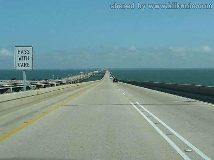 http://2.bp.blogspot.com/-XpOXa9ZM5H4/TXWZjwePInI/AAAAAAAAQQ0/aa4YDIIUzTo/s1600/bridges_10.jpg