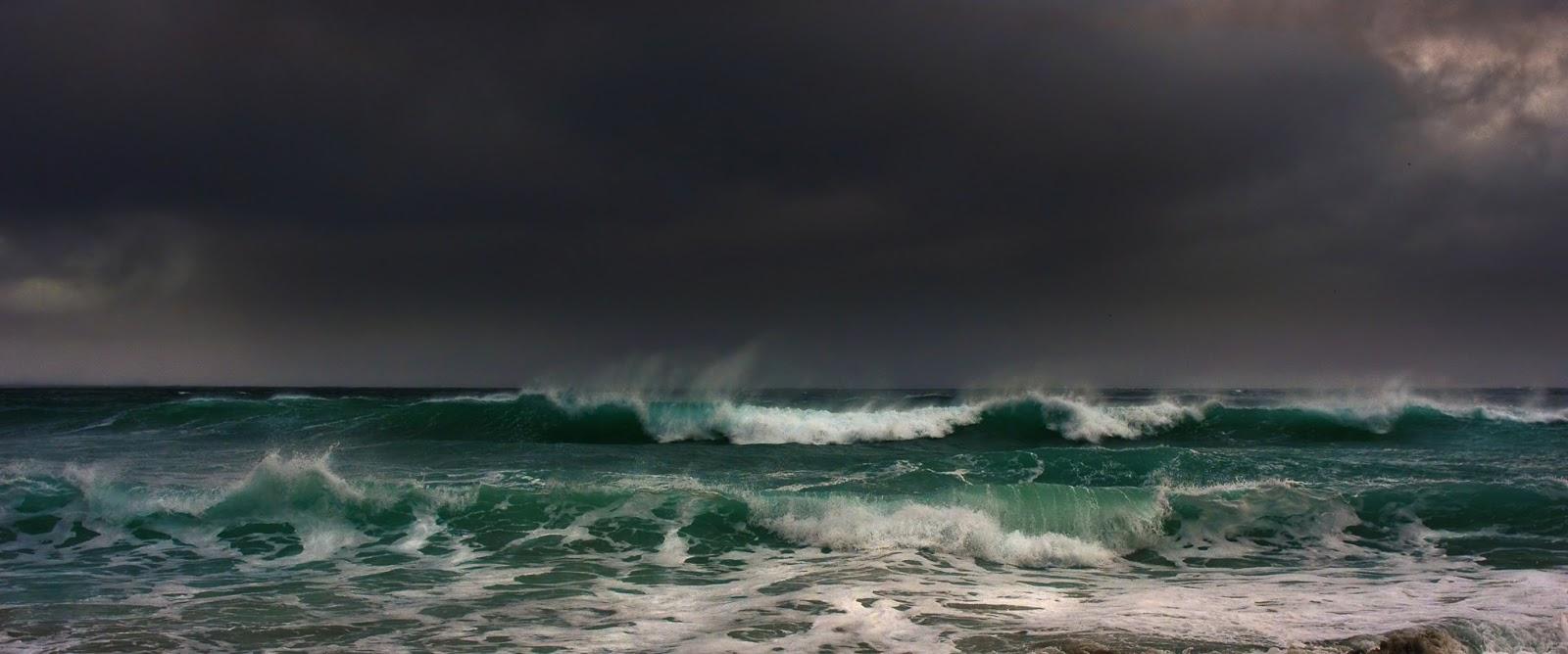 http://2.bp.blogspot.com/-XpP9yqyW0RQ/UPRjl4ApySI/AAAAAAAAAR8/5PgL8GnEG14/s1600/stormy+weather.jpg