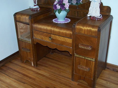 Vintage Vanity Dresser With Mirror - Thrift Store Junkies: Vintage Vanity  Dresser With Mirror - - Antique Vanity Dresser With Mirror Antique Furniture