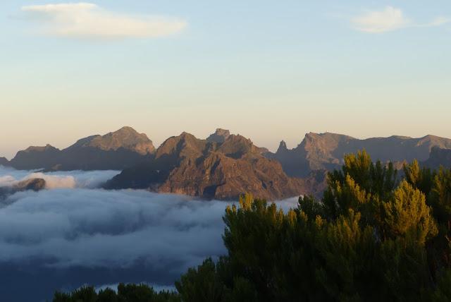 Blick aufs Zentralgebirge Madeiras und den Encumeada-Pass