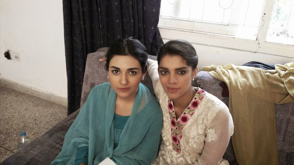 Famous Pakistani Celebrity Sanam Saeed With Her Family