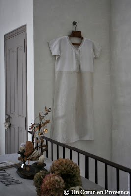 A suspended nightgown to decorate the living room of the new suite of the guest house Un Coeur très Nature in France