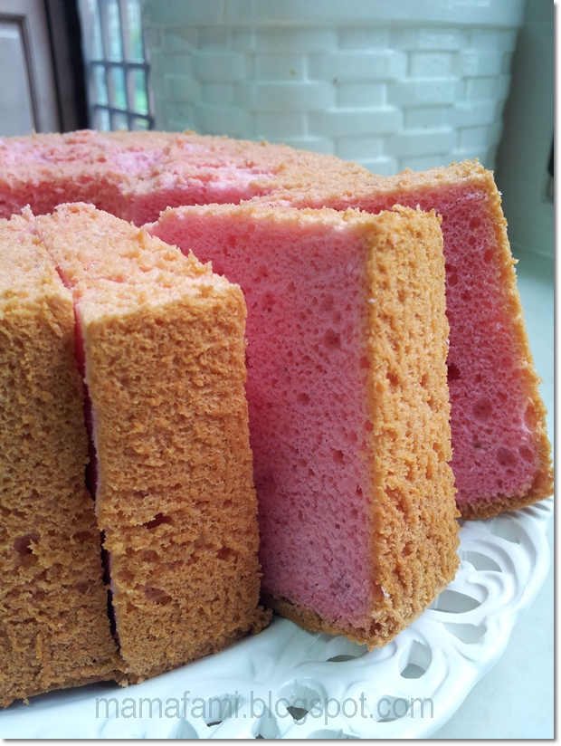 MamaFaMi's Spice n Splendour: Strawberry Yogurt Chiffon Cake