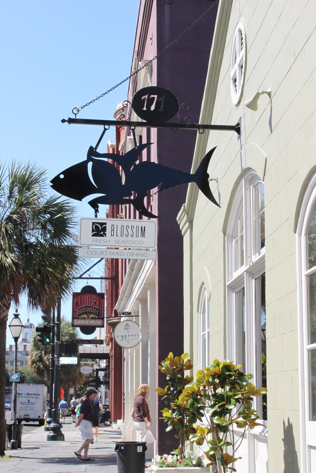 A well seasoned life book review food lovers guide to charleston restaurant and market scenes in both charleston and savannah ga she also includes a dozen recipes so that readers can recreate these southern flavors forumfinder Images