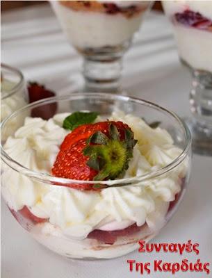 Cheesecakes με φράουλες στο ποτήρι