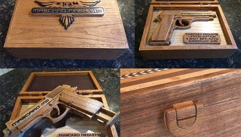 Pistola con caja de madera